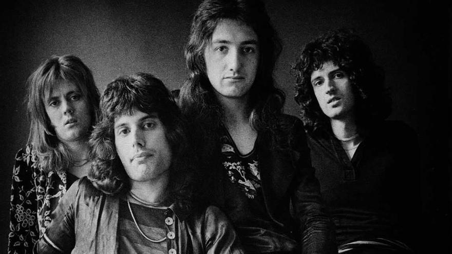 """Freddie Mercury y """"Queen"""": 50 años de un mito del rock"""