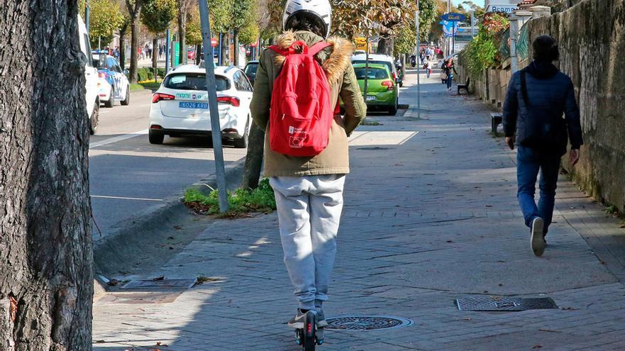 Atropellada en Vigo por un joven que iba en patinete eléctrico por la acera