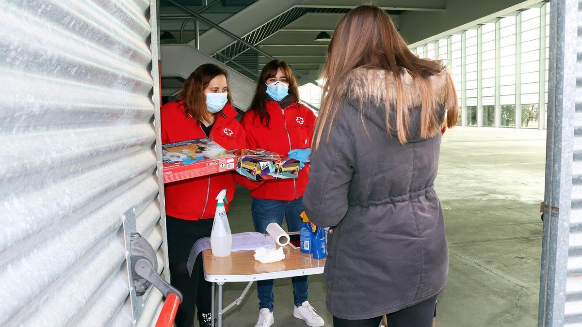 Entrega de juguetes de Cruz Roja Zamora.