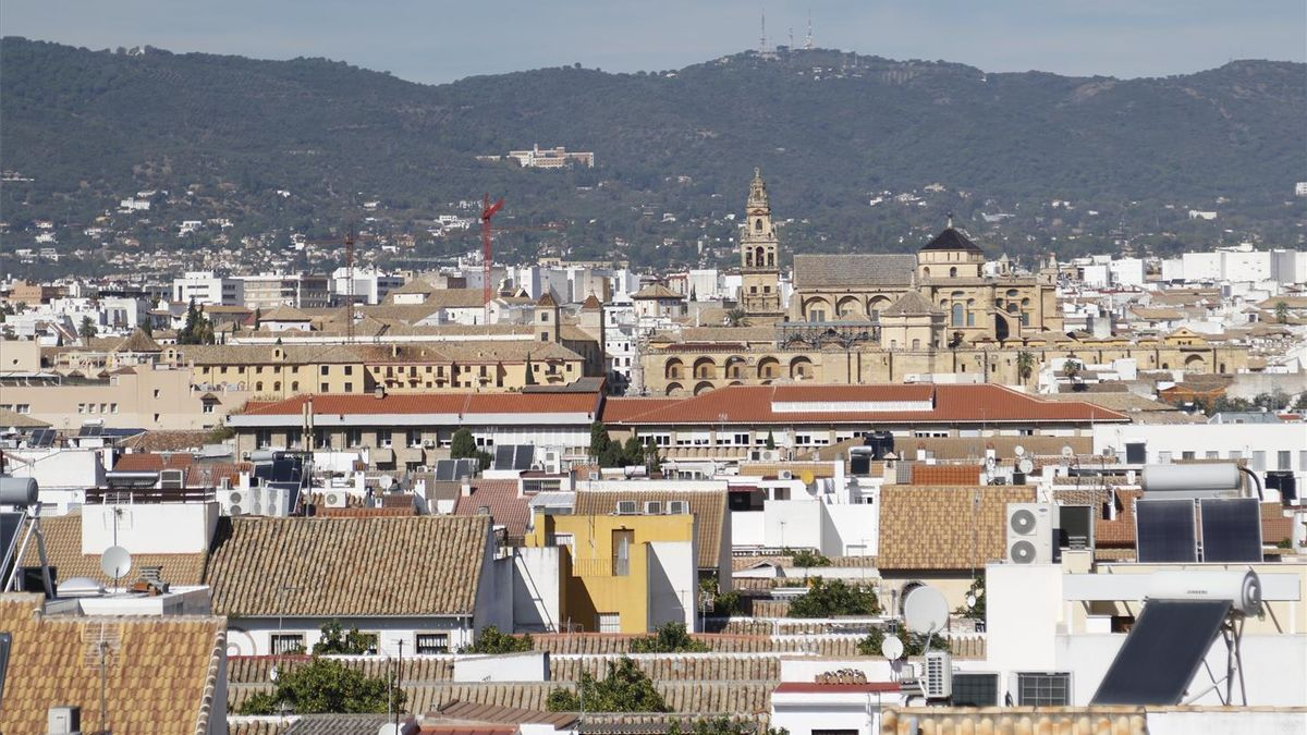 Vista de la Córdoba desde el mirador de Osario Romano en el Campo de la Verdad.