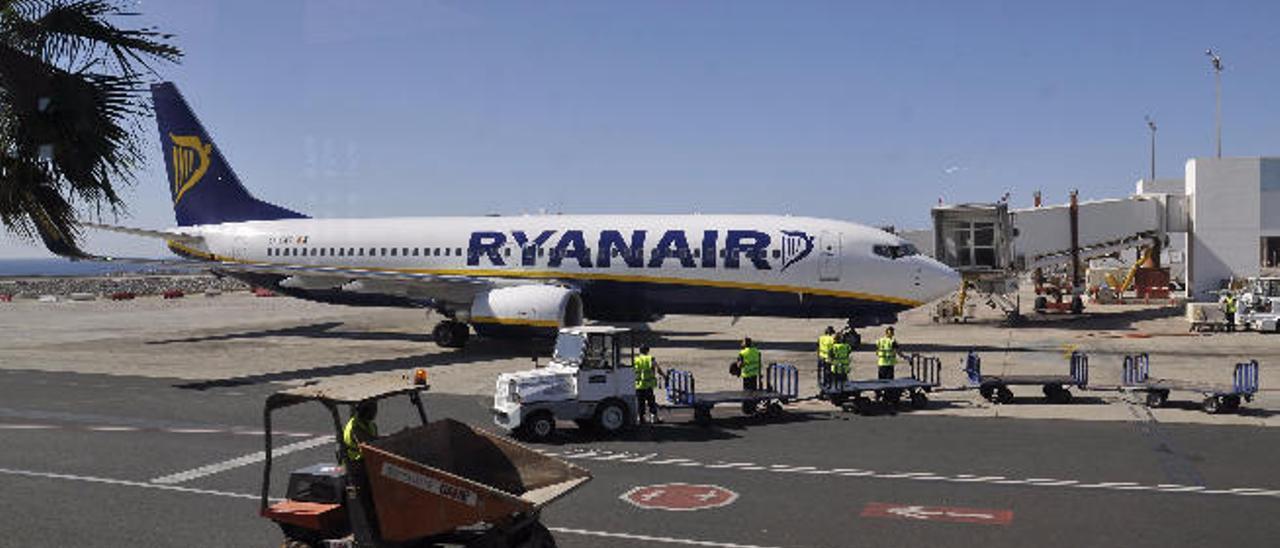 Turismo otorga a la aerolínea irlandesa Ryanair el Premio Isla de Lanzarote