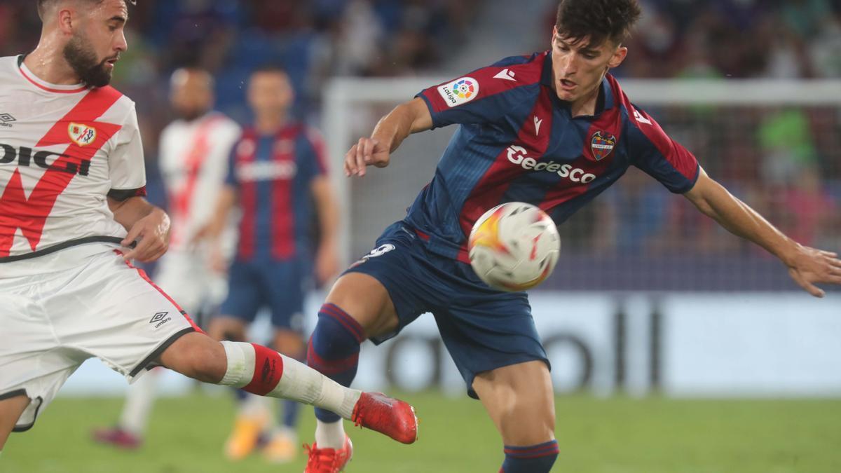 Pepelu en su debut con el Levante