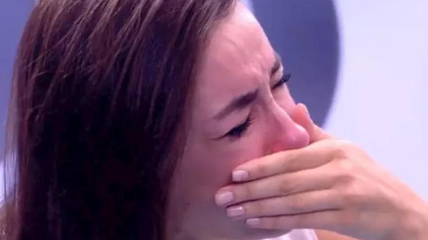 Adara rompe a llorar por su relación con Hugo