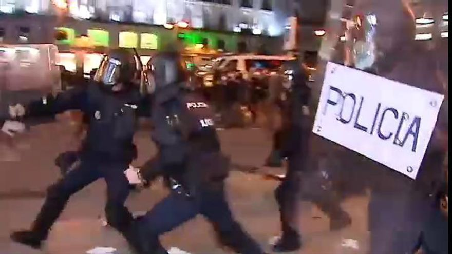 Los disturbios por Hasél se extienden en Barcelona y Madrid y acaban con 49 detenidos