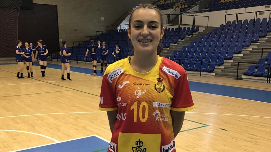La alicantina María Carrillo, con la selección española juvenil