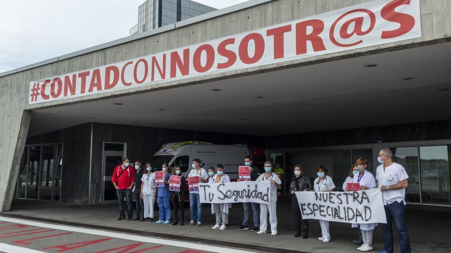 """Los médicos de Urgencias salen a la calle en Asturias: """"No pedimos ni sueldos ni horarios, sólo queremos una formación específica"""""""