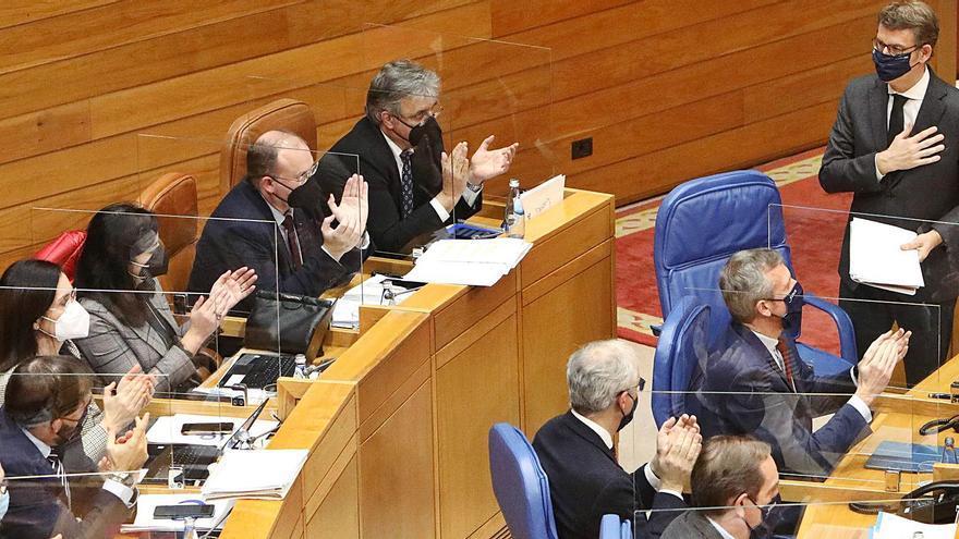 Feijóo pide obligar a usar mascarilla FFP2 en espacios públicos cerrados y bajar el precio
