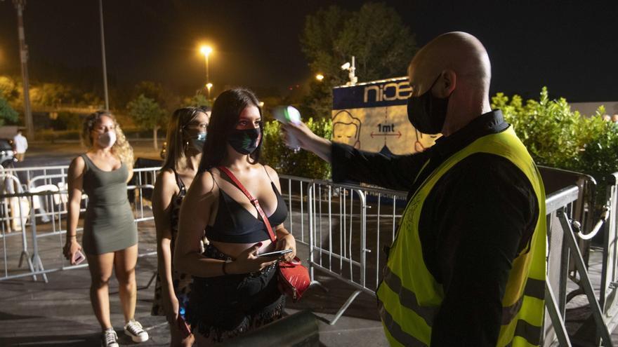 El Gobierno estudia con las autonomías exigir el pasaporte covid en bares y discotecas