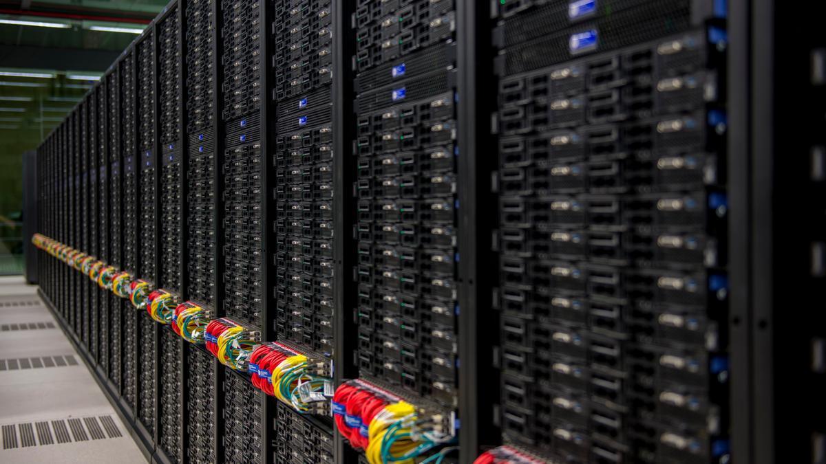 El supercomputador MareNostrum 4, des d'un dels passadissos