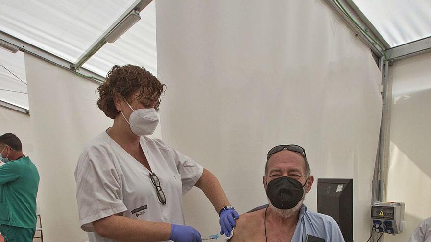 Sanidad empezará a vacunar la próxima semana a los menores de 65 años con AstraZeneca