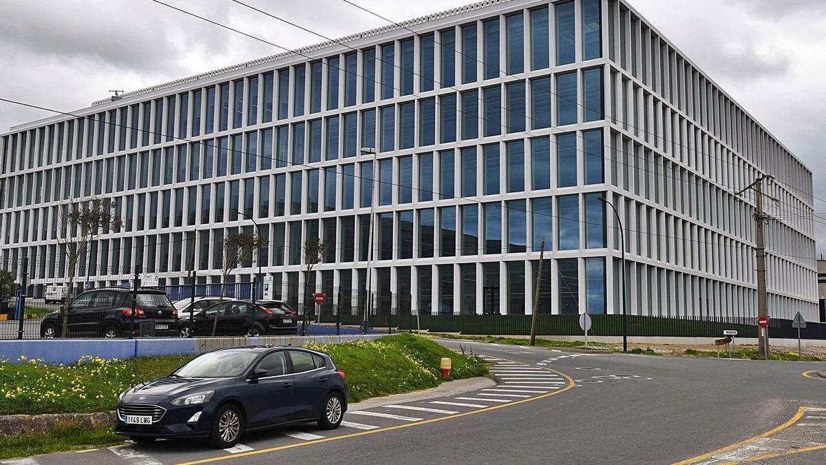 Nuevo edificio construido por Inditex en su sede de Sabón, que albergará Zara.com.   | // VÍCTOR ECHAVE