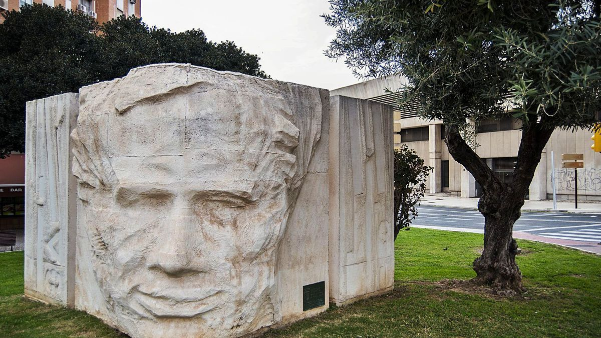 Monumento a Blas Infante en Málaga.