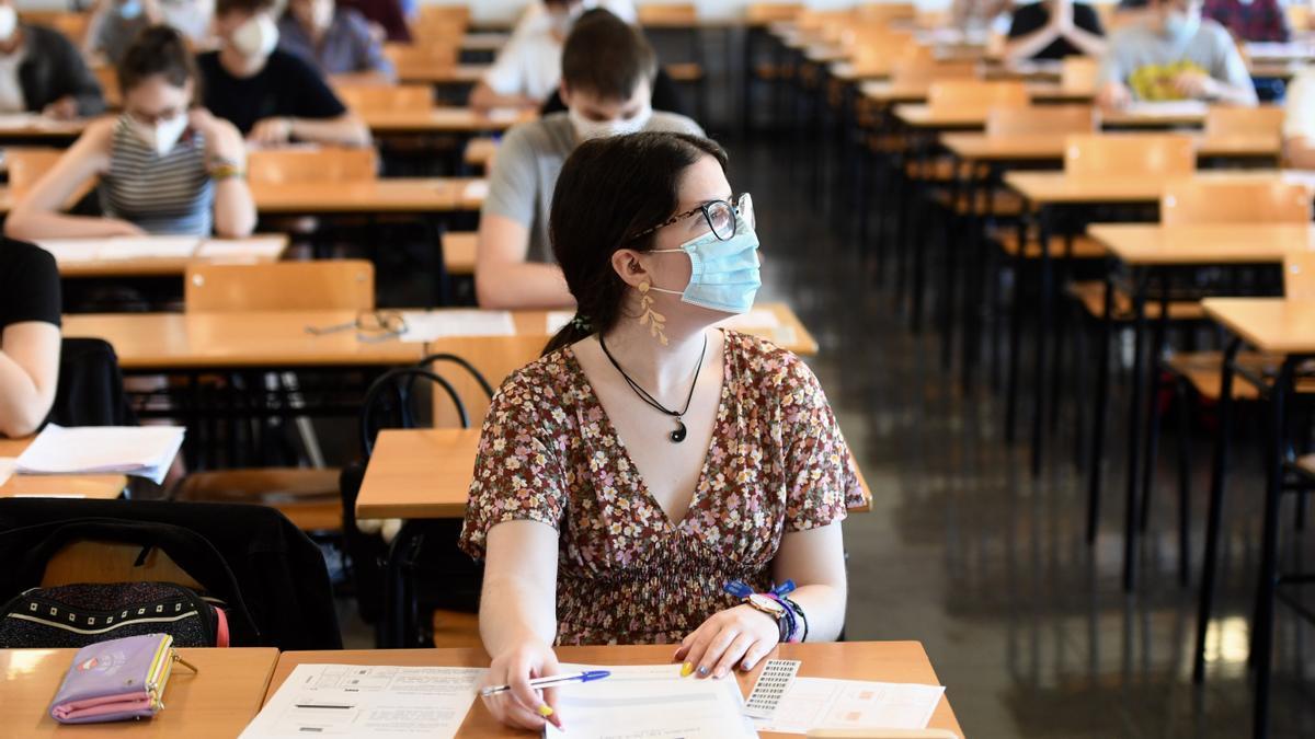 Alumnos durante un examen de selectividad, el año pasado.