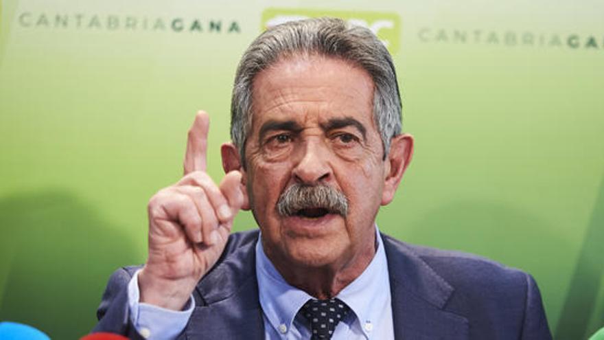 Revilla pide al PSOE que respete los compromisos