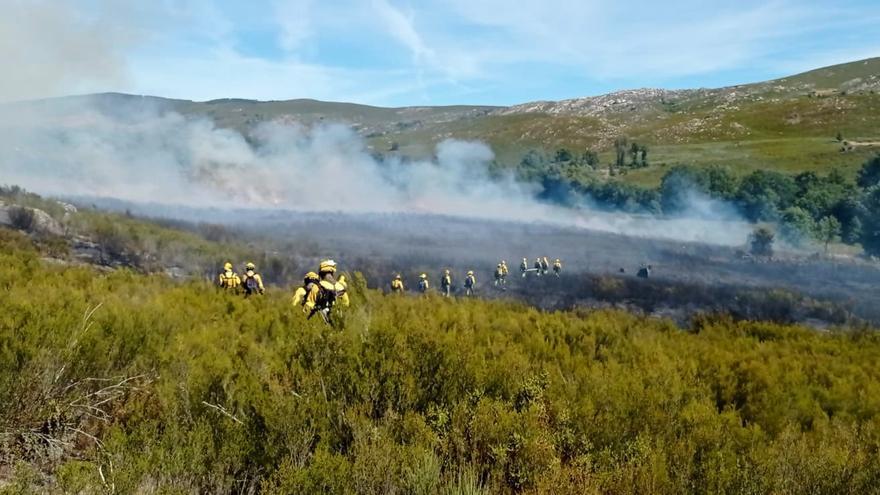 Un incendio en Castromil moviliza numerosos medios