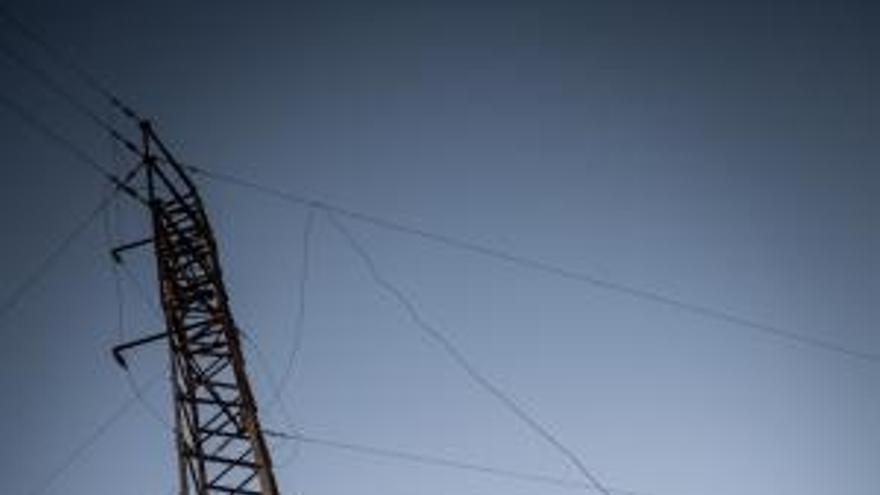 Caída de cableado eléctrico en Arico por un accidente