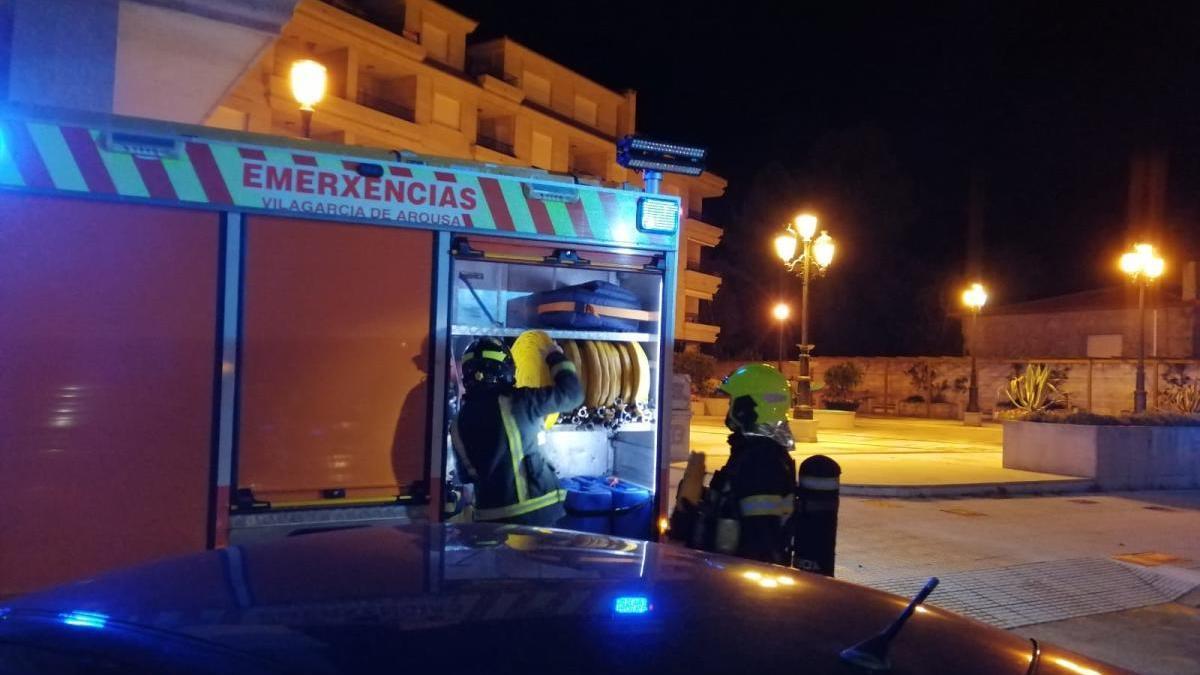 El servicio de Emerxencias, anoche en Rosalía de Castro.