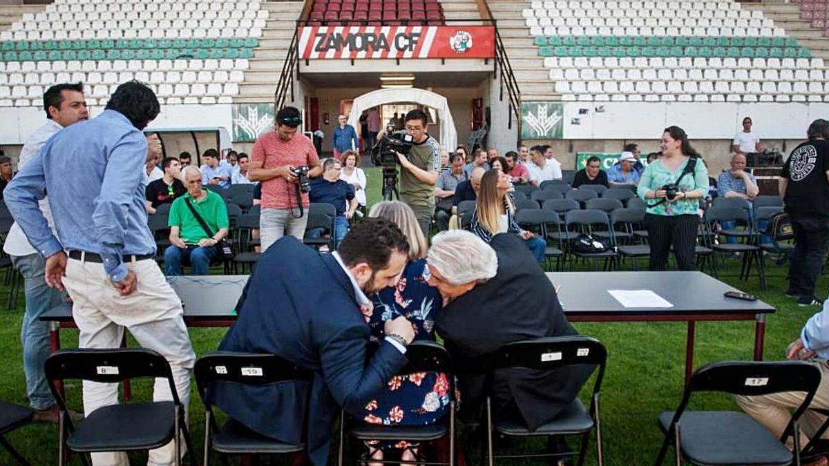 Momentos previos a la celebración de la última asamblea del Zamora CF. | E. F.