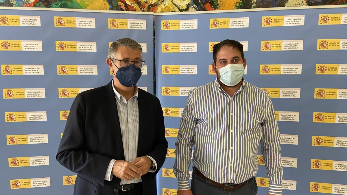 El presidente de la CHS, Mario Urrea, junto al alcalde de Los Alcázares, Mario Pérez