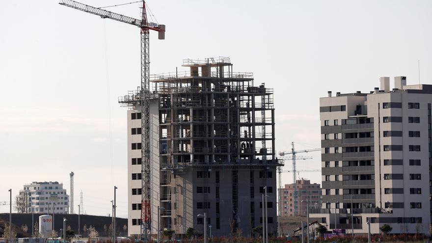 España cuenta con 457.000 viviendas nuevas sin vender, un 30% menos que en 2008
