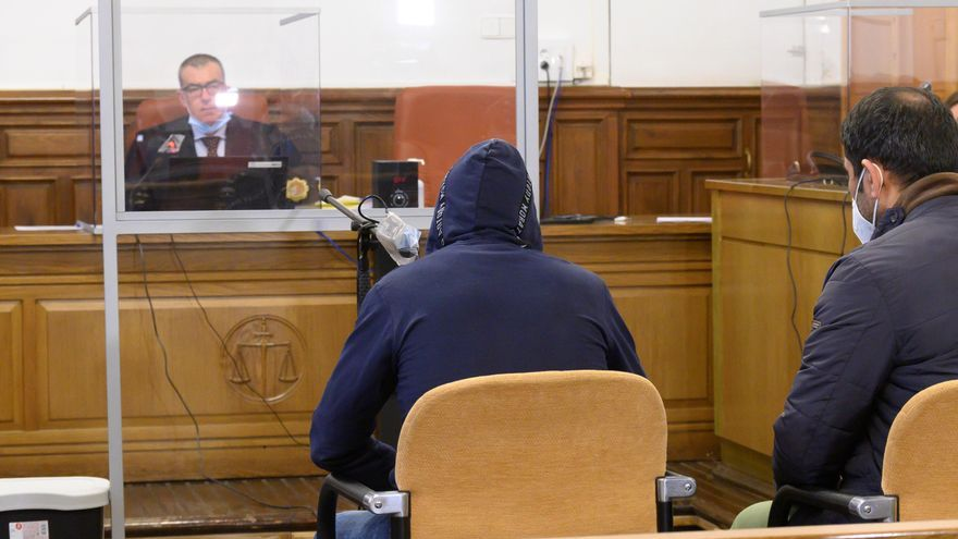 El acusado de asesinar a su novia de ocho puñaladas en Granada afirma que ella sacó el cuchillo y cayó sobre él