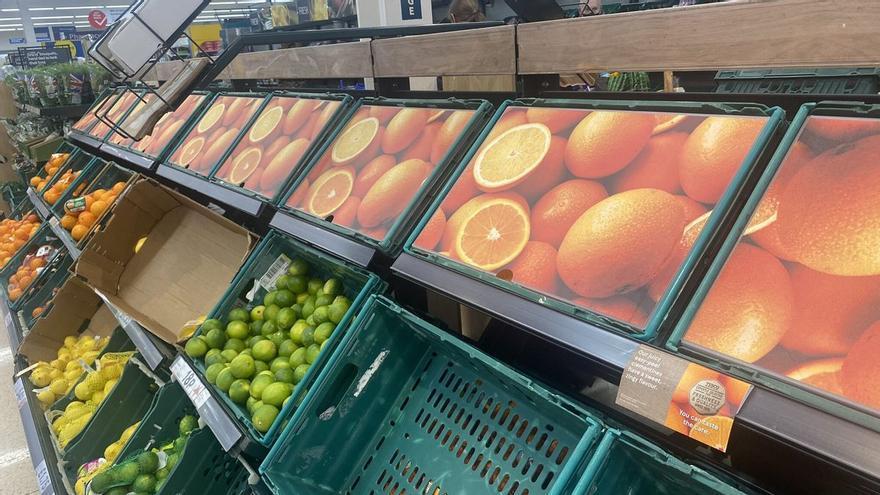 """""""Se han pasado de listos"""", indignación en redes por la técnica de los supermercados de Reino Unido para ocultar la crisis de abastecimiento"""