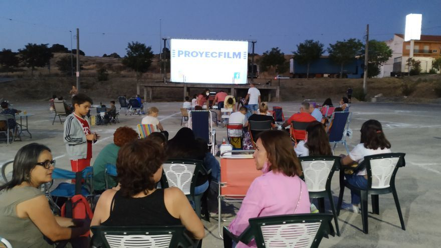 Alrededor de 500 espectadores acuden al ciclo de cine de verano en Monesterio