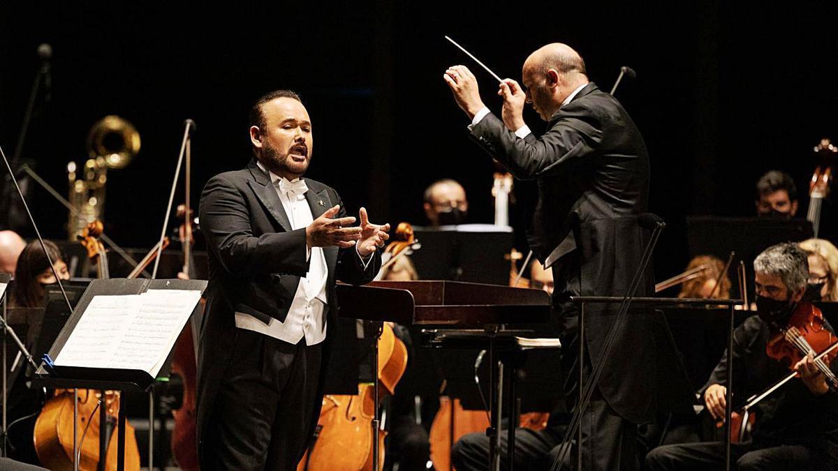 El tenor mexicà Javier Camarena durant la seva actuació diumenge a Peralada.  | MIQUEL GONZÁLEZ/SHOOTING