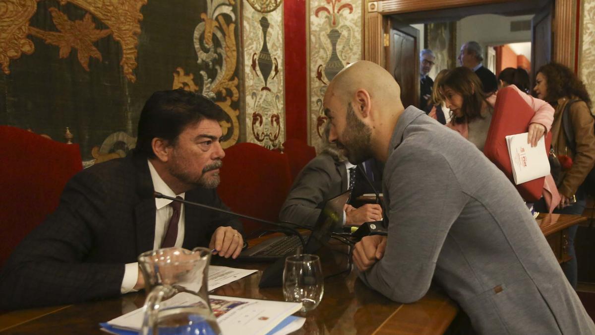 El asesor ha comunicado hoy su dimisión al alcalde Barcala y al portavoz municipal de Unidas Podemos, Xavier López.