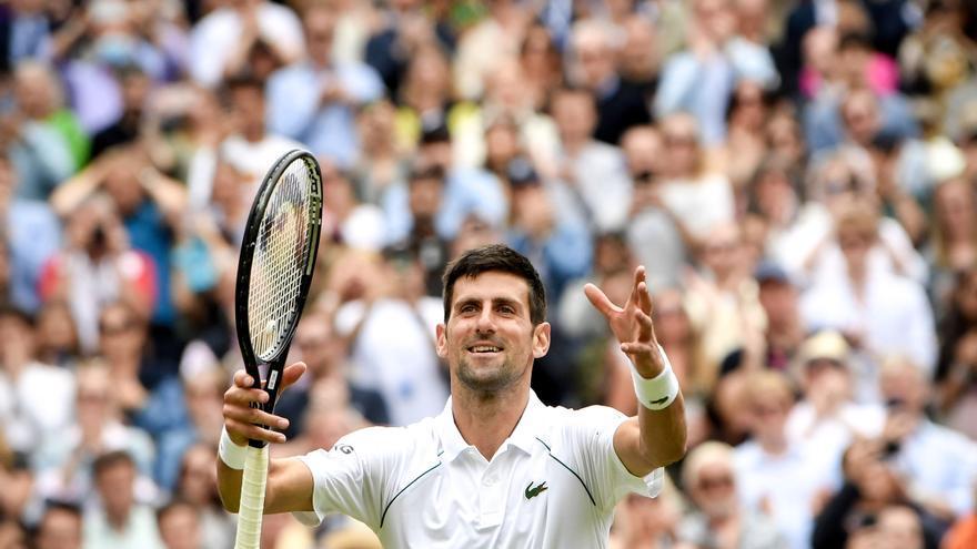 Djokovic supera a Shapovalov y disputará una histórica final de Wimbledon