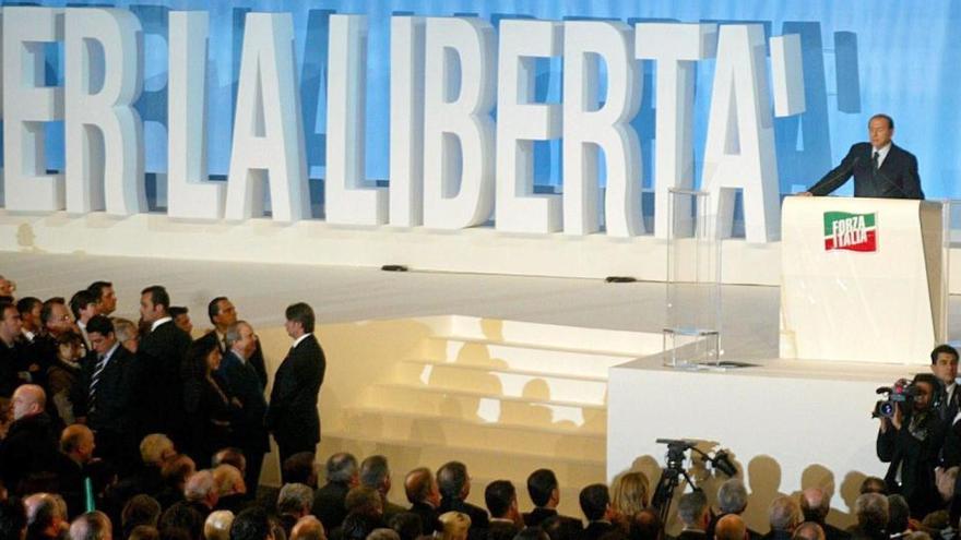 El exabogado de Berlusconi, acusado de abusar de la hija menor de edad de su expareja