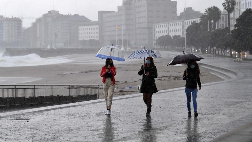 Galicia seguirá el lunes con cielos cubiertos y lluvias intermitentes