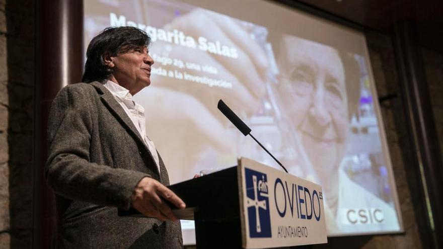 """Otín eleva a Margarita Salas a """"icono"""" y """"ejemplo de rigor y fuerza ante la dificultad"""""""
