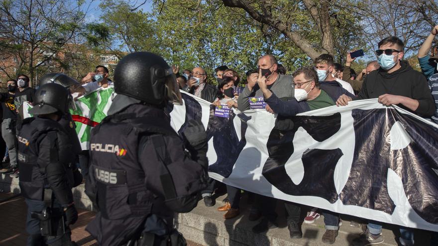 Tres nuevos detenidos por agredir a policías en los disturbios en torno al acto de Vox en Vallecas