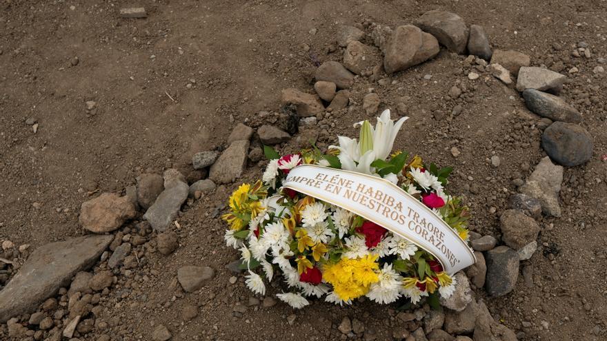 Eléne Habiba, la niña migrante fallecida conocida como Nabody, recibe sepultura
