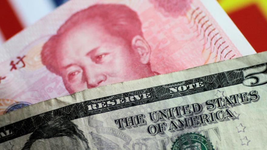 Wall Street cae con fuerza después de devaluar China el yuan hasta niveles de 2008