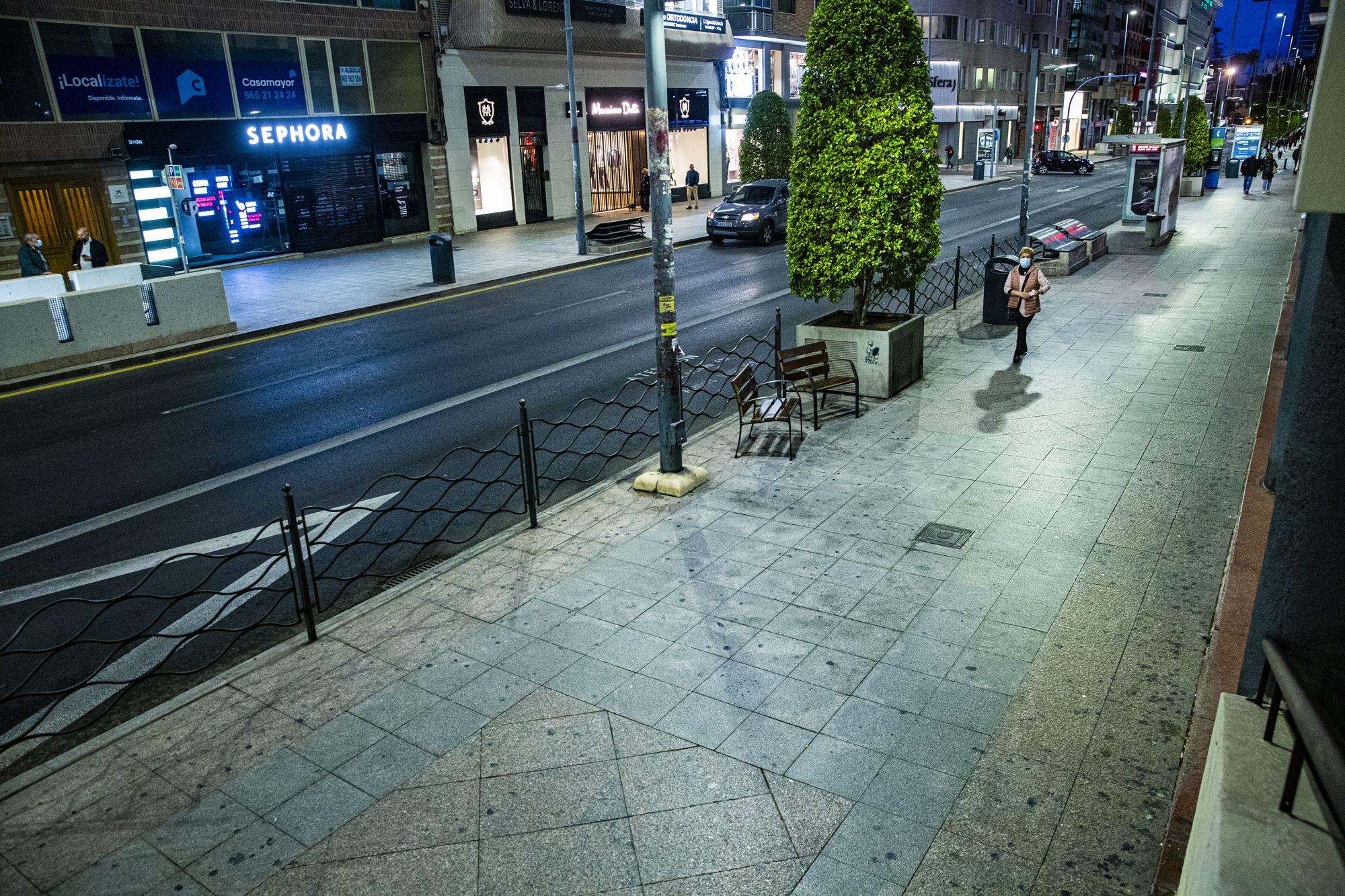 La clausura de la hostelería deja desiertas las calles comerciales de Alicante