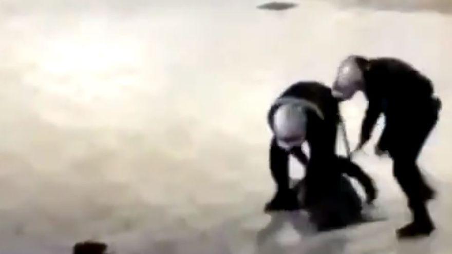 Polémica por la violenta actuación policial en la detención de una joven en Benidorm