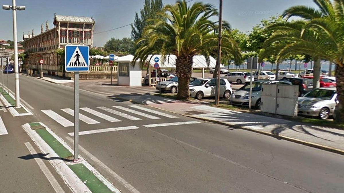 Vista de un paso de cebra en la avenida da Mariña, en Sada. |   // LA OPINIÓN