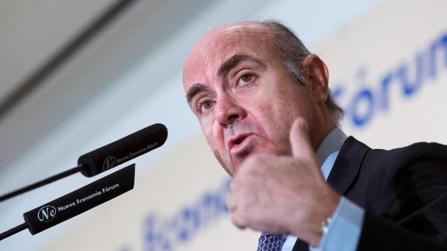 """De Guindos considera que """"lo lógico"""" es privatizar Bankia"""