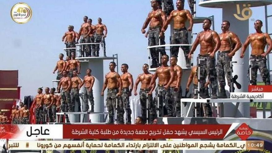 Un peculiar desfile de la policía egipcia revoluciona las redes