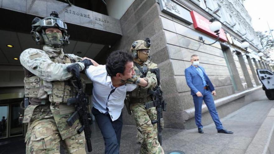 Detenido el asaltante que amenazaba con hacer explotar un banco en Kiev