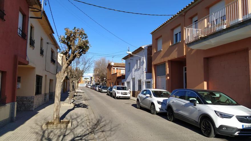 Detenen un home de 72 anys per punxar les rodes de més de 12 vehicles a Palafrugell