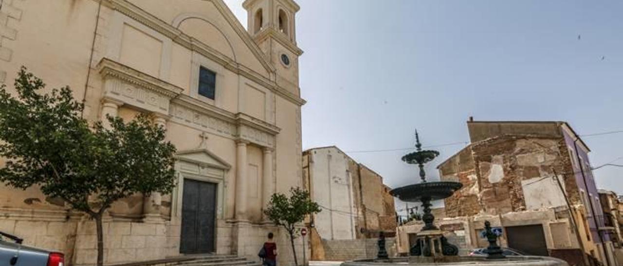 La plaza de la Iglesia de Ibi, emplazamiento urbano que quedará dentro del núcleo histórico tradicional.