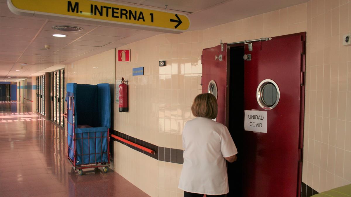 Acceso a Medicina Interna donde también están los enfermos Covid.