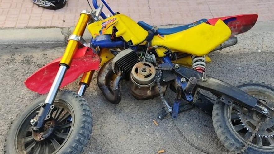 Carreras ilegales de motos por Alhama ponen en peligro la vida de los viandantes
