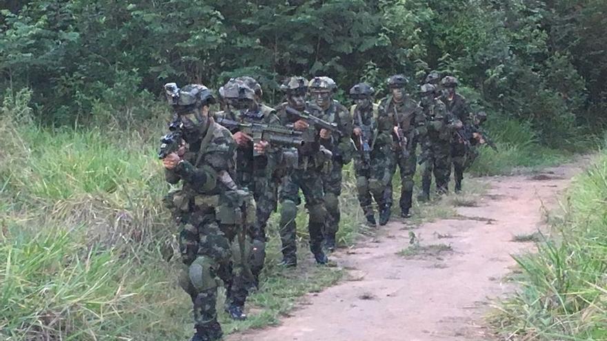 Cinco militares colombianos fallecen y tres quedan heridos tras un ataque