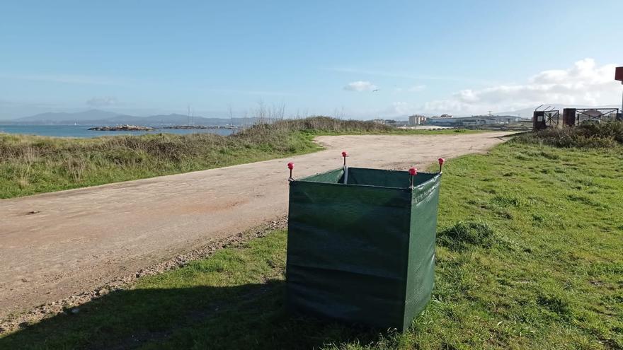 Los usuarios agradecen la colocación de sacos en las playas para depositar basura