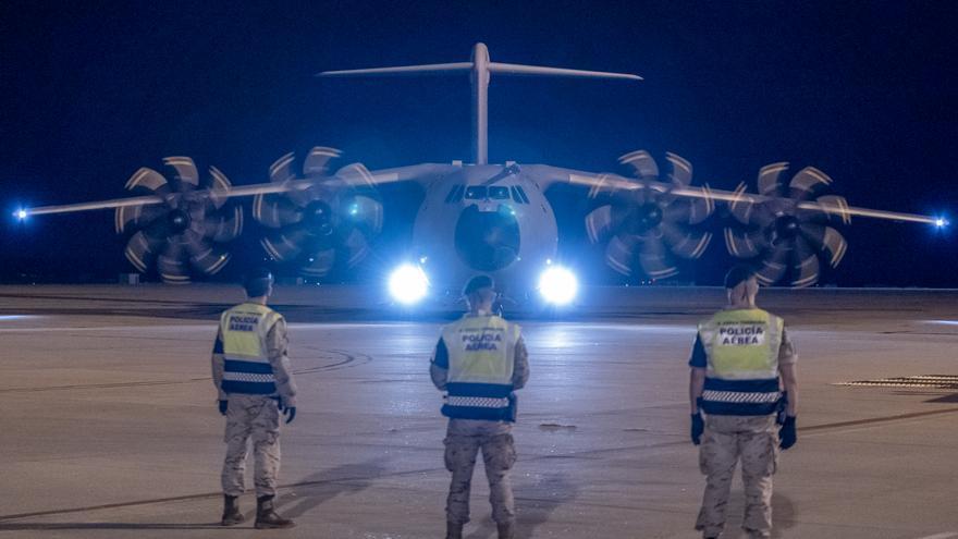 Llega el segundo grupo de afganos evacuados con la mediación de Pakistán