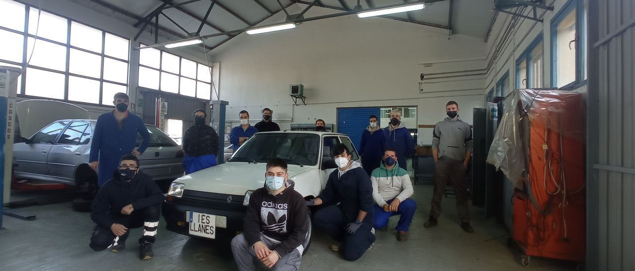 Alumnos de Automoción del IES de Llanes.